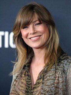 #ellenpompeo Ellen Pompeo Hairstyles, Vanity Fair, Meredith Grey Hair, Grey Hair With Bangs, Hair Cutting Videos, Red Band Society, Greys Anatomy Cast, Grey Anatomy Quotes, Portraits