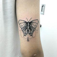 Mais uma da minha série de borboletas <3 #brutattoo #butterflytattoo #butterfly #tattoo #tatuagemborboleta #dotworktattoo #dotwork #pontilhismo #tatuagemfeminina #tatuagensfemininas2 #tatuagem #borboleta by brumonts