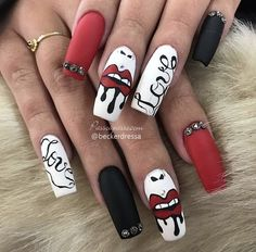 Unhas Kylie Jenner - Unhas decoradas com bocas e beijos Edgy Nails, Grunge Nails, Trendy Nails, Swag Nails, Cute Nails, Ongles Kylie Jenner, Uñas Kylie Jenner, Drip Nails, Glow Nails