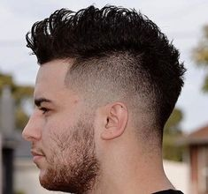 Mohawk hairstyles are in trends lately so in our gallery you will find the images of Mohawk Haircut Style for Men that you can get inspired! Mohawk Hairstyles Men, Haircuts For Men, Latest Hairstyles, Natural Hairstyles, Mohawk For Men, High Fade Haircut, Fohawk Haircut Fade, Haircut Short, Short Haircuts