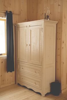 Vintage Armoire, Wardrobe Closet, Hunting Gear, Cupboard, Woodworking, Diy Projects, Fun Diy, Storage, Bathroom Ideas