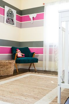 Farbgestaltung im Kinderzimmer-poppige Streifen in pink-grau-Zimmerecke Source by The post Farbgesta Gray Striped Walls, Gray Stripes, Eclectic Chairs, Wall Design, House Design, Blue Accent Chairs, Gris Rose, Little Girl Rooms, Room Paint
