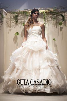 Le collezioni Sposa di Guia Casadio in passerella. www.guiacasadio.it