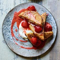 Taken from his Cooking for Family & Friends cookbook, The Body Coach shares an easy post-workout recipe that's a healthier way to treat yourself Bodycoach Recipes, Joe Wicks Recipes, Post Workout Breakfast, Post Workout Food, Joe Wicks Lean In 15, Body Coach, Healthy Desserts, Healthy Recipes, Healthy Meals