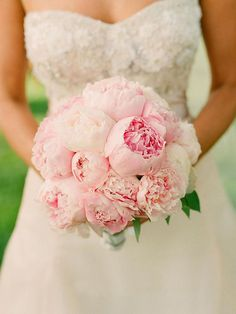 Beautiful romantic pink peonies wedding bouquet pictures to inspire you! Amazing pink peonies and tulle bouquet: Source Stunningly go. Peony Bouquet Wedding, Wedding Flowers, Bridal Bouquets, Bouquet Flowers, Pink Peony Bouquet, Colorful Roses, Before Wedding, Pink Peonies, Beautiful Flowers