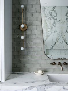 9 Authentic Tips: Farmhouse Backsplash Master Bath marble subway tile backsplash.Subway Tile Backsplash Ending pink marble backsplash.Subway Tile Backsplash Ending. Beautiful Bathrooms, Modern Bathroom, Master Bathroom, Bathroom Green, Marble Bathrooms, Contemporary Bathrooms, Washroom, Beadboard Backsplash, Herringbone Backsplash