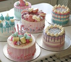 Night ke Haa tho yaa sab jaga Night Mai hi jata ha hum log ka group yaa Mai bhi ratt ko hi jana Wala hu raj ka sat night Mai hi Buttercream Cake Designs, Buttercream Decorating, Cake Decorating Tips, Mini Cakes, Cupcake Cakes, Bolo Minnie, Tall Cakes, Beautiful Birthday Cakes, Colorful Cakes