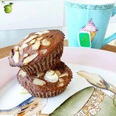 Buen diaa!! Asi estamos desayunando algo muy rico, después hacer un poco de gimnasia y estudiar!! Mas tarde les voy a pasar una receta de un Snak super deli que les va a encantar! MUFFINS PROTEICOS DE CHOCOLATE ➡ Necesitas: 3 claras de huevo 1/3 taza de avena tradicional 1 cda de semillas de chia 1 cda de cacao amargo 1 medida de whey protein sabor chocolate (opcional) 1/2 banana 1 cda de queso crema light (casancrem) o yogur un chorrito de esencia de vainilla 3 sobres de sucralosa o stevia…