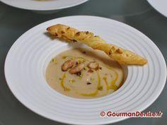 Velouté de haricots coco aux éclats de foie gras, pistaches et café