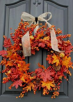 Fall wreath- Autumn Wreaths for door - Berry wreath - Door Wreaths - Fall Wreaths for door - Wreath for decorating ideas Fall Home Decor, Autumn Home, Berry Wreath, Autumn Crafts, Fall Projects, Diy Décoration, Wreath Crafts, Diy Wreath, Burlap Wreath