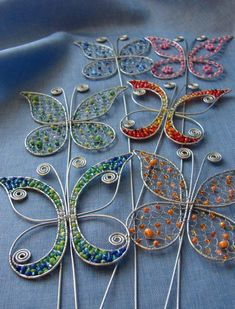 Garden stack - wire and beads Beaded Crafts, Wire Crafts, Metal Crafts, Jewelry Crafts, Crafts To Make, Arts And Crafts, Copper Wire Art, Wire Ornaments, Wire Flowers