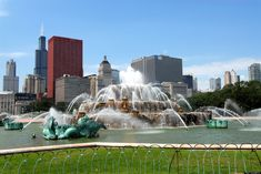 Check out our comprehensive list of things to do in Chicago so that you never miss an opportunity to experience life, art and nature in Chicago. Chicago Things To Do, Places In Chicago, Travel Around The World, Around The Worlds, Buckingham Fountain, Chicago Pictures, Us Travel, Travel Plan, Luxury Travel