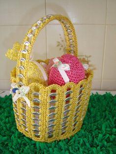 Crochet World added a new photo. Soda Tab Crafts, Can Tab Crafts, Pop Top Crafts, Diy And Crafts, Soda Tabs, Pop Cans, Crochet World, Wire Crafts, Recycled Crafts