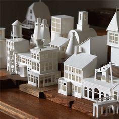 Designer entwirft Stadt aus Papier