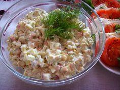 Kuchnia z widokiem na ogród: Sałatka z paluszków krabowych surimi. Szybka, imprezowa tylko 4 składniki.