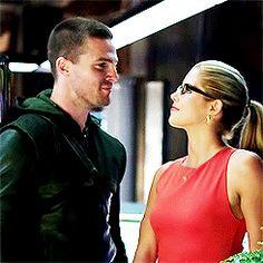 Oliver And Felicity, Felicity Smoak, Dc Movies, Movie Tv, Team Arrow, Emily Bett Rickards, Stephen Amell, Green Arrow, Dc Heroes