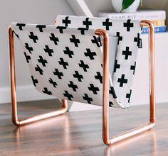 DIY porte revues en cuivre et tissu style scandinave décoration maison DIY bricolage déco à partir de tuyaux plomberie en cuivre idée déco salon scandinave à fabriquer soi même
