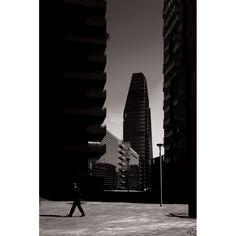 Progetto fotografico di Flavio Di Renzo. L'uomo e la città. Un gioco visionario in cui la realtà della città è sostituita dal pensiero da cui scaturisce una nuova poetica romantica. #fotografia #città #streetart