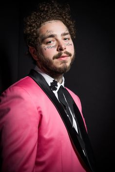 Sexy Pics of Post Malone That Got Us Sayin', Wow - - Hear us out! Post Malone has some serious sex appeal! Check out more than 30 of his hottest pictures here. Post Malone New Album, Post Malone Lyrics, Ed Sheeran, Billie Eilish, Justin Bieber, Selena, Post Malone Wallpaper, Yo Gotti, Idol