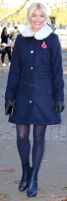Sexy Legs, Tights, Blue Outfits, Navy Blue, Stockings, Beautiful Women, Celebs, Coat, Gloves