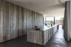 Rustic barnwood adds a sense of warmth to Graafjansdijk House, a modern glass home in rural Knokke, Belgium, both indoors and out. Design Blogs, Home Design, Interior Design, Design Interiors, Interior Walls, Wood Mosaic, Tadelakt, Street House, Rustic Elegance