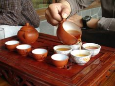 HAVING TEA IN CHINA | Drinking tea gongfu style in China