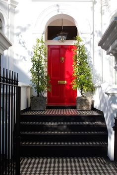 Spice up your home decor with a red door! Check out some of my favorite red doors in this post for i Yellow Front Doors, Front Door Colors, Front Door Decor, Red Doors, Door Entryway, Entrance Doors, Doorway, Victorian Front Doors, Victorian Porch