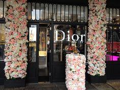 Jadore Flower Display by Donaldo Radovich - Top-Trends Dior Flowers, Diy Fragrance, Flower Installation, Trends, Creative Words, Floral Design, Display, Top, Floor Space