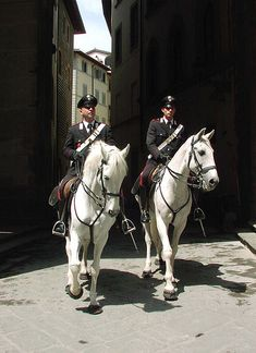 Mounted police at the Piazza de Signoria. There are 31 different police forces in Italy. Sorrento Italy, Naples Italy, Sicily Italy, Toscana Italy, Venice Italy, Venice Travel, Italy Travel, Italian Police, Capri Italy