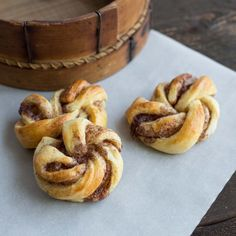 """Searching for """"Swedish desserts"""" = Kanelsnurror (Swedish Cinnamon Roll Twists). Perfect for a cookie exchange! Cinnamon Recipes, Cinnamon Rolls, Baking Recipes, Breakfast Recipes, Dessert Recipes, Desserts, Brunch Recipes, Dessert Ideas, Biscuits"""