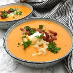 Tomato soup with bacon and fresh parsley Soup Recipes, Snack Recipes, Dinner Recipes, Recipies, Danish Food, World Recipes, Lunches And Dinners, Bacon, Healthy Snacks