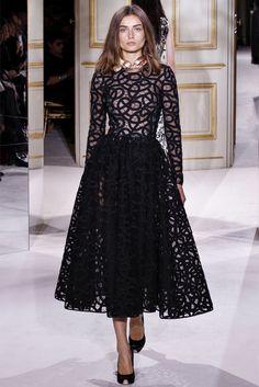 На фото короткие кружевные платья из коллекций: Moschino, Anna Sui, Vera В моде полупрозрачные ткани с