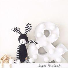 Snuf konijn..  #angelshandmade #handmade #haken #hakeniship #handgemaakt #stipenhaak #konijn #snufkonijn #rabbit #babytoy #babygift #babyroom #babykamer #kinderkamer #babycrochet #kraamkado #kraamcadeau #houtenkralen #blackandwhite #zwartwit #instagood #instababy #instacrochet #photooftheday #hema by angelshandmade.nl