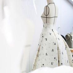 Fashion Studio, Fashion Art, Fashion Show, Fashion Design, Couture Details, Fashion Details, Dior Couture, Couture Fashion, Moda Peru