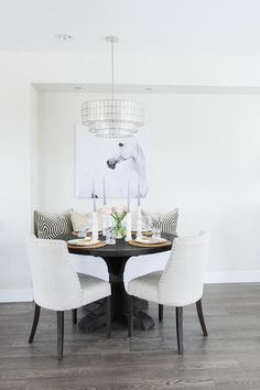 Chic dining room boa