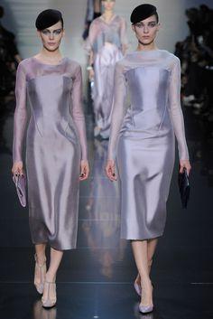 Giorgio Armani Privé Parigi - Haute Couture Fall Winter - Shows - Vogue. Fashion Week, Fashion Models, High Fashion, Fashion Beauty, Fashion Show, Fashion Looks, Urban Fashion, Fashion Designers, Women's Fashion