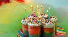 Happy Birthday, Tablespoon Rainbow cake in mason jar tutorial Cake In A Jar, Dessert In A Jar, Rainbow Cupcakes, Rainbow Food, Mini Cakes, Cupcake Cakes, Mason Jar Cakes, Mason Jars, Purple Food Coloring