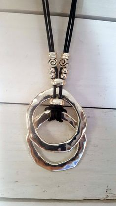 FrauenKleidung – woman leather necklace, endless Ring, Statement pendant, Boho, beach woman fashi… Source by avsjunkies Leather Necklace, Leather Jewelry, Beaded Jewelry, Handmade Jewelry, Boho Necklace, Collar Necklace, Ring Necklace, Diy Schmuck, Schmuck Design