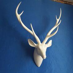 image Modern Cabin Interior, White Deer Heads, Cabin Interiors, Restaurant Bar, Wall Murals, Home Furnishings, Entrance, Sculptures, Home And Garden