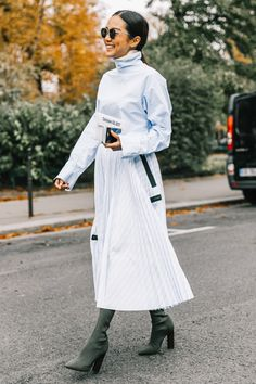 Pastel outfits have been spotted all over some of our favorite fashion girls. See how they are styling the 2018 outfit trend here. Fashion Week Paris, Sophisticated Outfits, Classy Outfits, Work Outfits, Look Fashion, Fashion Outfits, Dress Fashion, Outfit Style, Belle Silhouette