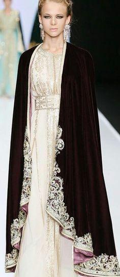 Kaftan Style, Caftan Dress, Moroccan Caftan, Mode Hijab, Embroidery Dress, Lehenga Modern, Hijab Fashion, Gowns, Cape
