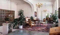Mainau De vackra rummen på slottet visas sällan upp för allmänheten.