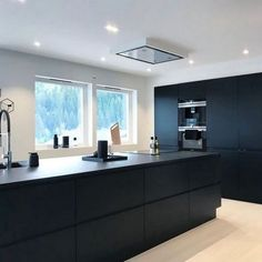 beautiful modern kitchen in midnight blue with light wood floors and white walls Contemporary Kitchen Beautiful Blue floors Kitchen light midnight Modern walls White Wood Farmhouse Style Kitchen, Home Decor Kitchen, Rustic Kitchen, Interior Design Kitchen, New Kitchen, Kitchen Ideas, Kitchen Small, Design Bathroom, Farmhouse Sinks