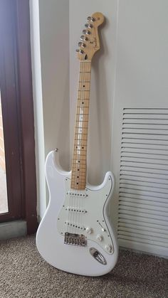 These fender stratocaster are really nice. Fender Telecaster, Fender Squier, Fender Guitars, Fender Bass, Acoustic Guitars, Gretsch, Ukulele, Guitar Chords, Banjo
