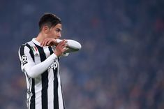 Juventus' forward from Argentina Paulo Dybala reacts during the UEFA Champions League Group D football match Juventus Barcelona on November 22, 2017 at the Juventus stadium in Turin.  / AFP PHOTO / Filippo MONTEFORTE