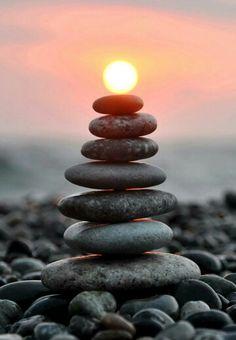 Se são pedras no caminho ou o sol ao seu alcance, vai depender do seu ponto de vista.