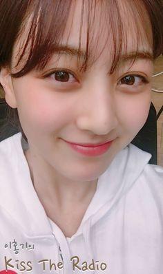 180412 TWICE『KISS THE RADIO/ホンキラ』画像39枚【公式180413】 Kpop Girl Groups, Korean Girl Groups, Kpop Girls, Nayeon, Leader Twice, Tzuyu And Sana, Prety Girl, Twice What Is Love, Park Ji Soo