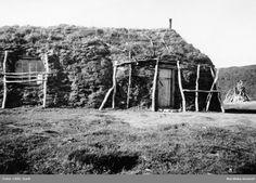 """""""Marsjas vinterkåta och utsikt därifrån."""" Lappland, Gällivare socken, Norrkaitum, Tjuonajokk, 1938."""
