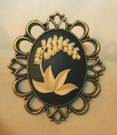 Lovely Festooned Navy Blue & Cream Lily of The Valley Brasstone Brooch Pin