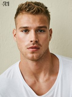 27 Hairstyles That Only Hot Guys Would Sport 27 coiffures que seuls les mecs chauds feraient du sport Cool Hairstyles For Men, Trendy Haircuts, Boy Hairstyles, Haircuts For Men, Beautiful Hairstyles, Beautiful Men Faces, Blonde Guys, Blonde Hair, Hommes Sexy